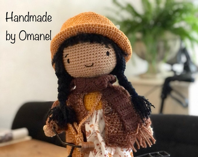Doll saartje with 3setjes clothing. Handmade by Omanel.