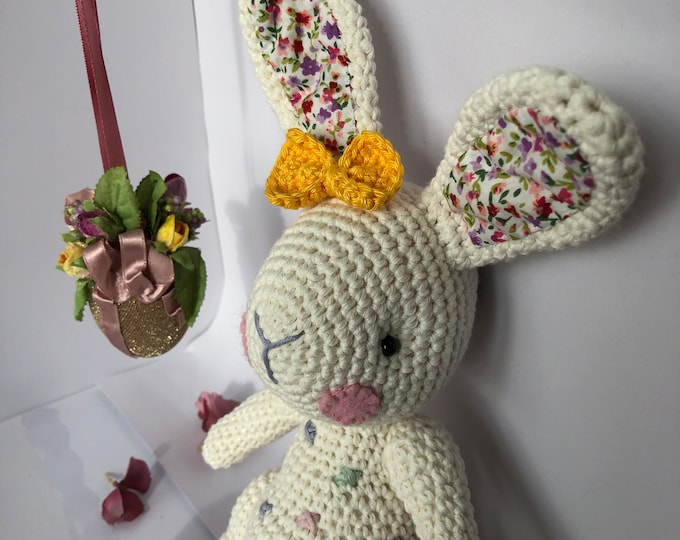 Dotted Hare-Candy Bunny-Amigurumi. A cute bunny for the Easter decoration.