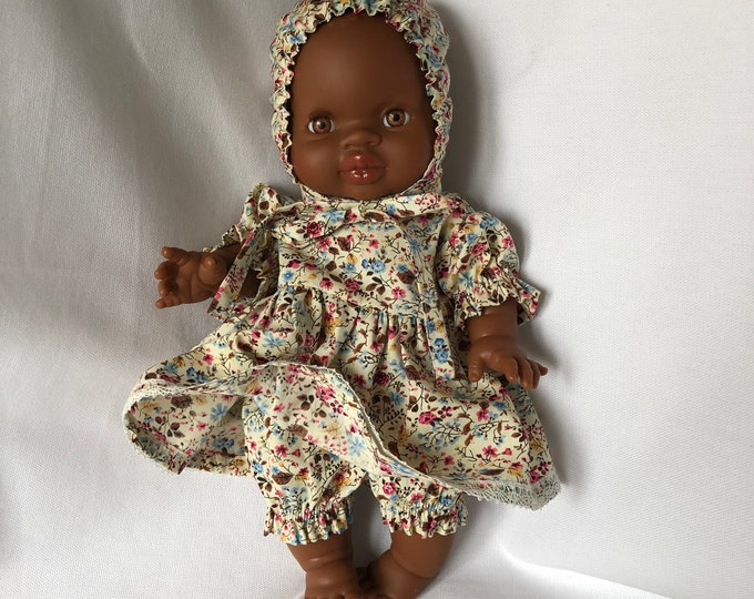 Doll clothes, dress with lace, shorts and hat for Paola Reina doll - Handmade by Omanel