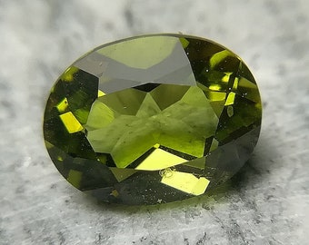 Peridoto Naturale 2.60 ct / 8X10 mm - Natural Peridot 2.60 ct / 8X10 mm