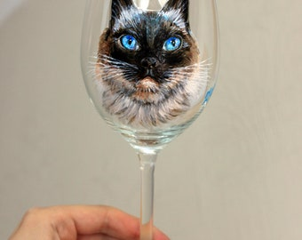 Hand painted cat/dog portrait on wijn glass