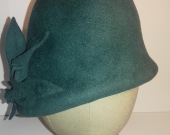 Cloche style hat in teal handmade from peach bloom felt