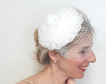 Wedding Fascinator, White Wedding Fascinator, Flower Hat, White Floral Fascinator, Bridal Accessories, Wedding Accessories, Wedding Veil