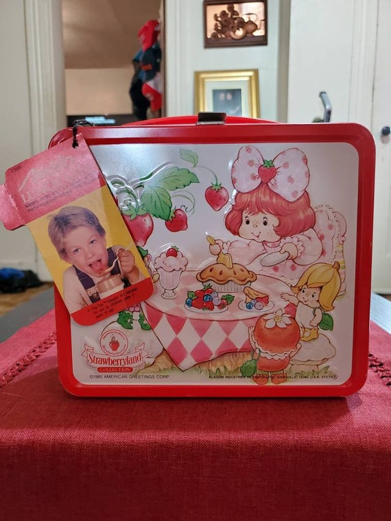 1985 Strawberry shortcake lunchbox