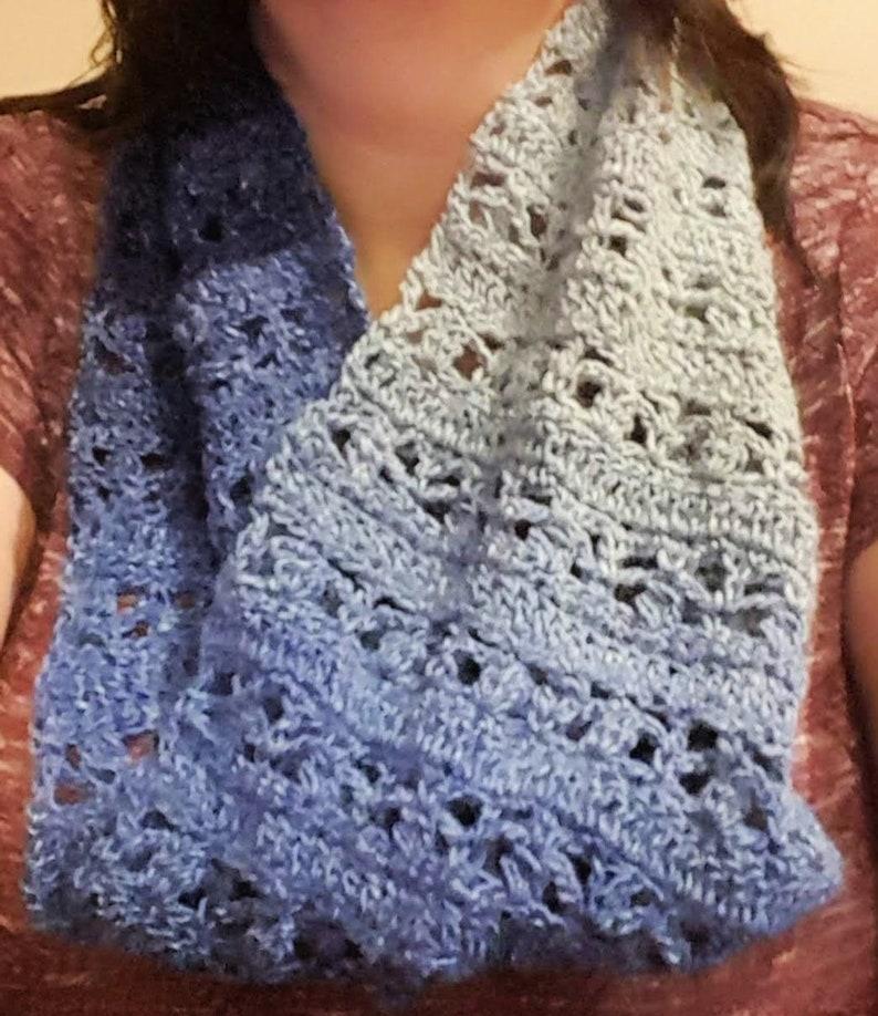graduated blue crochet cowl image 0