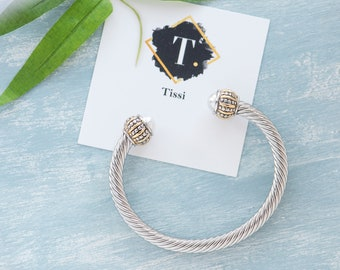 White Faux Leather Goldtone Bracelet Jewelry Or USB Cable for iOS//Android Phone Charging 8