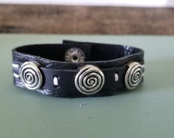 Black on black 3 spiral snapped leather bracelet