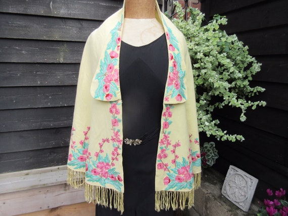 Vintage crewelwork cape pale yellow with floral em