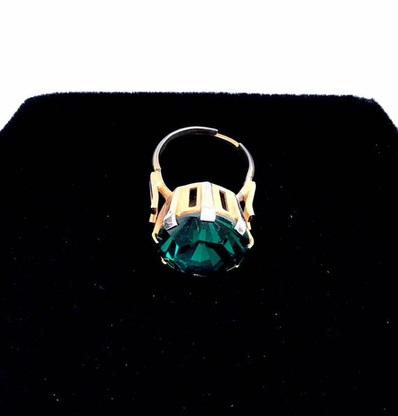 Vintage 1970s Gold Tone Emerald Green Large Glass