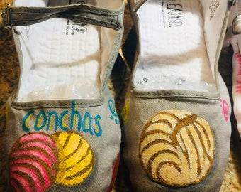 "MaryJanes ""Conchas"" Grey size 8"