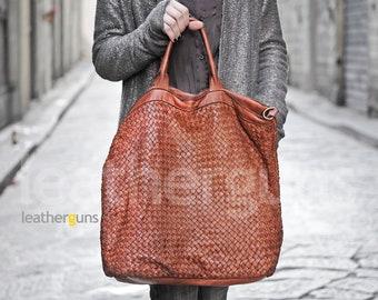 607053c79a LUCIA LEATHER Handbag
