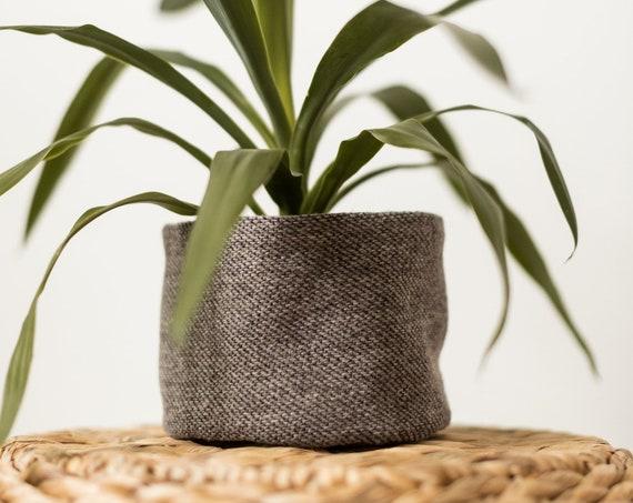 Cache-pot / panier en lainage gris moyen