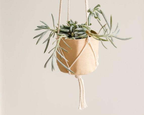 Cache-pot ocre pâle et sa jardinière en coton naturel