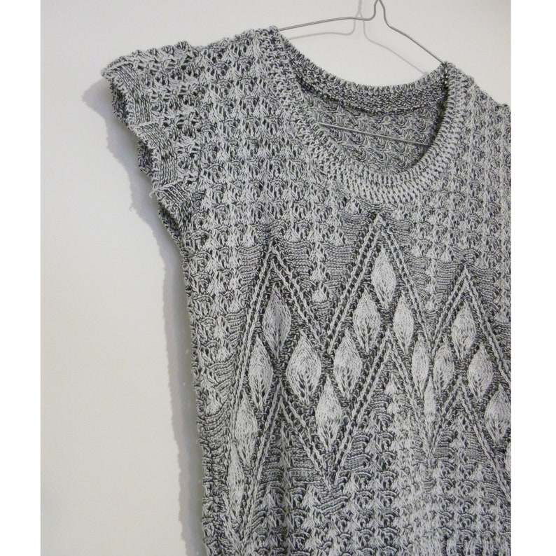 VINTAGE Hand-knit Sleeveless Sweater Salt and Pepper Knit Ruffle Sweater Size S