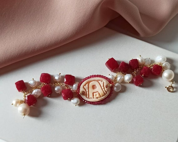 Dangling bracelet with Shell Cameo
