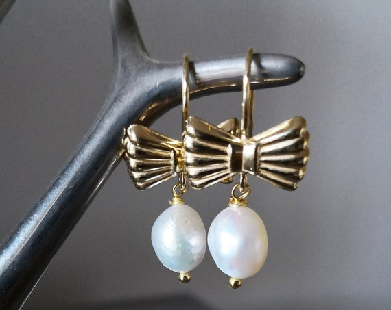 White Pearl gold bow earrings