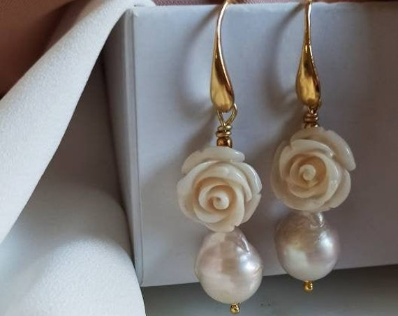 Pearl Drop earrings with white Roses
