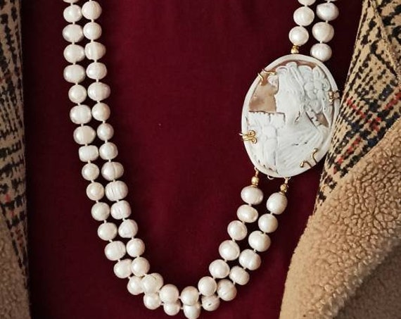 Double strand necklace with Shell Cameo