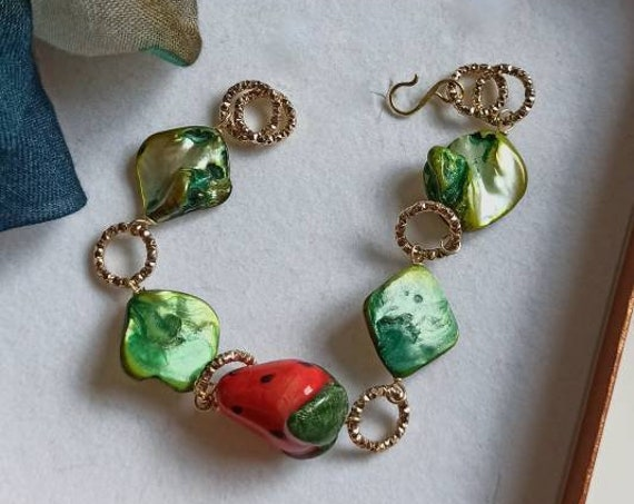 Chain and stone bracelet with Mother of Pearl and Sicily Ceramic Strawberry