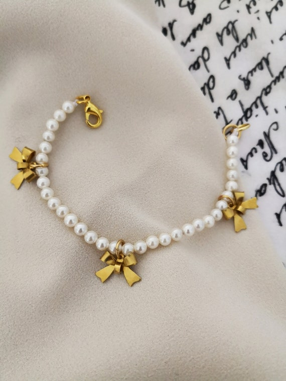 Pearl bracelet for women with bow charms