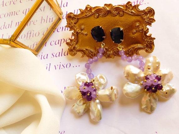 Flower pendant earrings