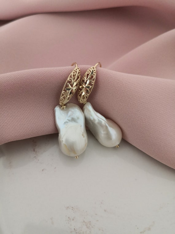 Bride earrings with large baroque pearls