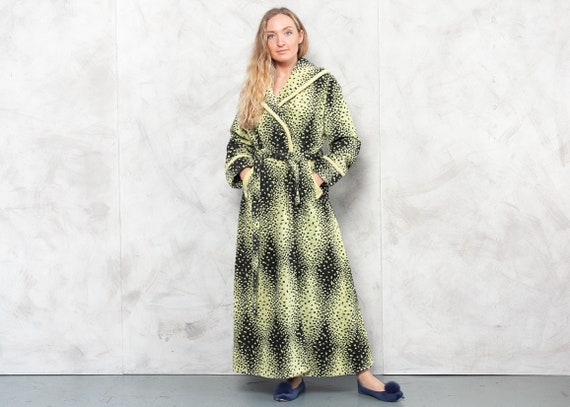 Vintage 70s Women's Terry Cloth Robe . 70s Green G