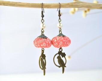 originales pendientes hechos a mano estilo vintage, pendientes bohemios color rosa suave, pendientes románticos, pendientes artesanales