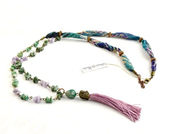 Bohemian necklace with lavender tassel, natural stone necklace, green quarzo stone necklace and lilac agate