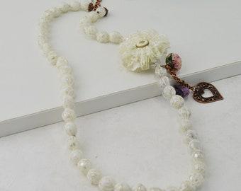 Collar de blonda estilo victoriano, collar de perlas estilo bohemio, collar estilo vintage, bisutería reciclada, bisutería moda sostenible