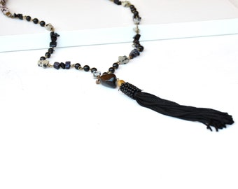 Collar boho largo de abalorios con borla negre, collar de piedras naturales jaspe dálmata, joyería de moda para mujer estilo boho chic