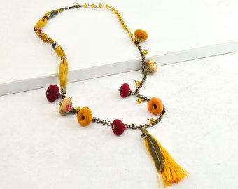 Collar bohemio con borla amarillo, collar de cuentas estilo vintage, collar estilo hippie con borla y cuentas de colores