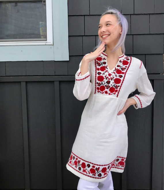 Vintage 1990s Boho Peasant Embroidered Dress// Luc
