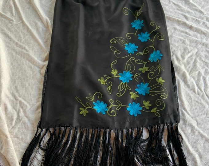 New with tags Clio Petites embroidered vintage skirt. Free shipping