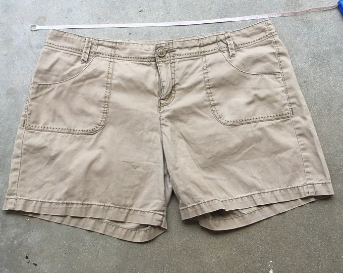 Woman's  Lucky Brand Dungarees Shorts, Very cute and comfortable. Size 8 Free Priority Mail Shipping in the USA