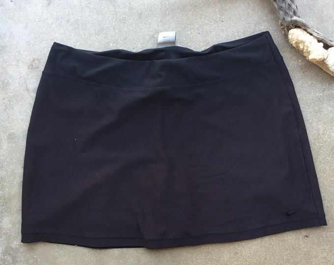 Woman's  Nike Tennis Skirt, Very cute and comfortable. Size 12-14. Free Priority Mail Shipping in the USA