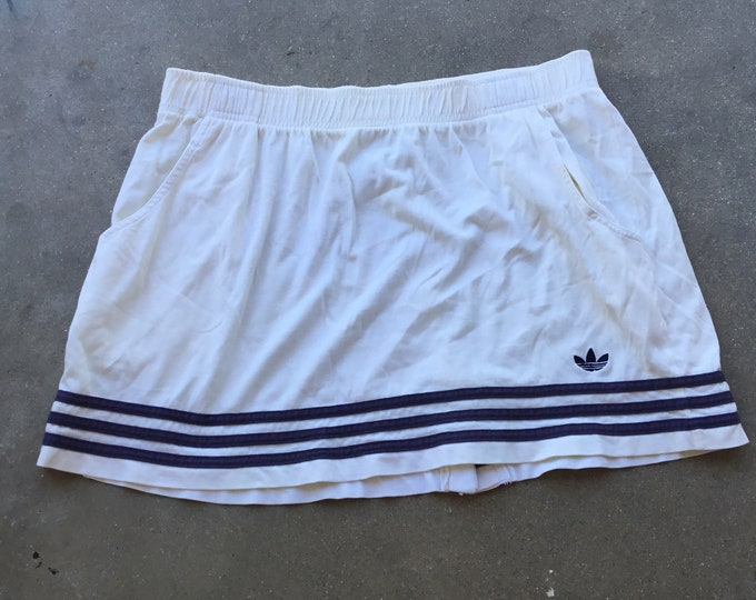 Woman's  Adidas Athletic Skirt, Very cute and comfortable. Size L Free Priority Mail Shipping in the USA