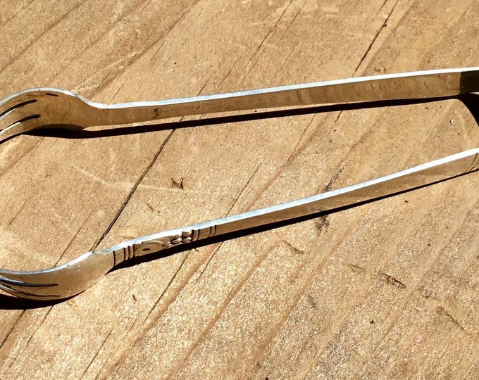 Vintage Community by Oneida Silver Plated sugar cube tongs from 1939