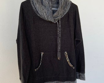 Vintage Juicy Couture sweatshirt in good shape. Size XL. Free Priority Mail Shipping in the USA