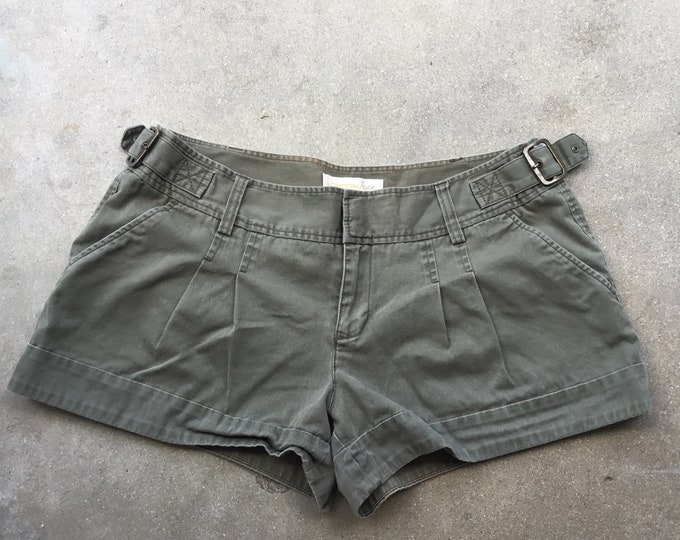 Woman's  London Jeans Chino Shorts, Very cute and comfortable. Size 12 Free Priority Mail Shipping in the USA