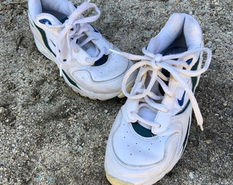Vintage early 1990s womens Nike Air shoes. Free Shipping