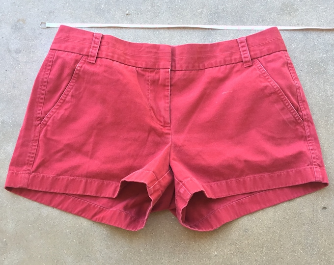 Woman's  J.Crew Chino Shorts, Very cute and comfortable. Size 6 Free Priority Mail Shipping in the USA