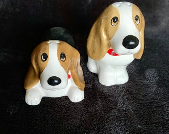 Awesome vintage ceramic basset hound dogs salt and pepper shakers. Unique. Free Priority Mail Shipping
