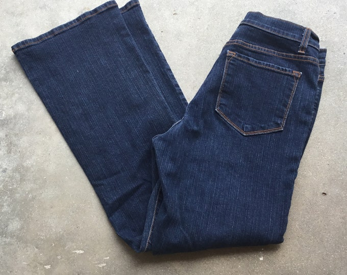 NWOT, NYDJ Tummy Tuck Jeans. Perfect Stretch, Very cute and comfortable. Size 10P. Free Priority Mail Shipping in the USA