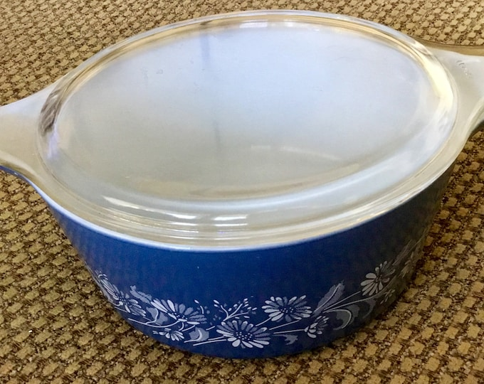 Vintage Pyrex large blue sunflower casserole dish or mixing bowl with clear glass lid. 2.5 Quart. Great condition. Free Shipping