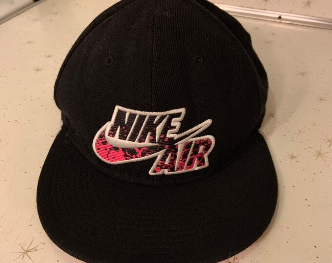 Nike True. Nike Air snap back hat in great shape. Free shipping