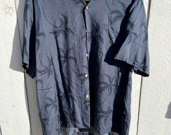 Vintage 1980s Paradise Found Hawaiian print single stitch button up shirt with wooden buttons. Size large. Free Shipping