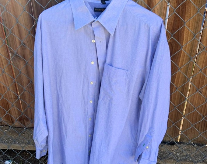 Tommy Hilfiger button down shirt. Mens size XL Free shipping in the USA