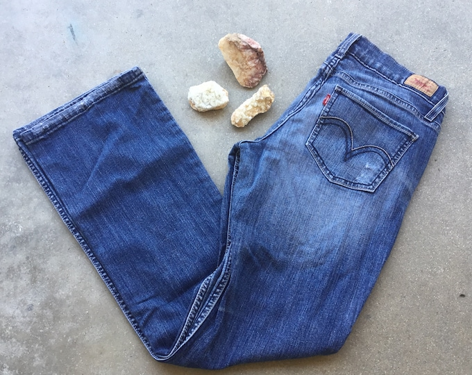 Women's Levi's 524 Jeans, Too Super low, Size 9. Free Priority Mail Shipping in the USA