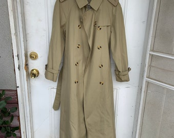 Vintage 1980s Evan Picone Trench coat in good shape. Free shipping